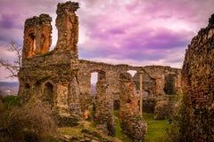 堡垒废墟, Solymos,罗马尼亚 免版税库存图片