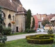 堡垒正方形的片段在老城市城堡的  Sighisoara市在罗马尼亚 库存图片