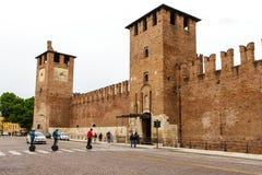 堡垒的区域和片段有一个时钟的在维罗纳 意大利07 05,2017 免版税库存照片