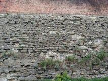 堡垒的墙壁在市Dubno 在一个夏日 库存图片