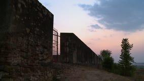 堡垒的红色门 影视素材