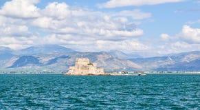 堡垒Bourtzi, Nafplion,希腊港口  免版税库存照片