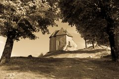 堡垒Sokolac的遗骸在Brinje,克罗地亚村庄  库存照片
