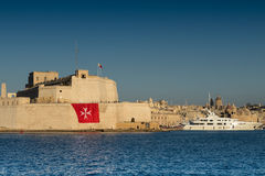 堡垒St安吉洛和超级游艇,盛大港口,比尔古,马耳他, EU 免版税库存图片