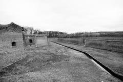 堡垒Terezin在波希米亚(捷克),前集中营镇的垄沟  免版税库存照片