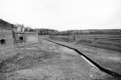堡垒Terezin在波希米亚(捷克),前集中营镇的垄沟  免版税库存图片
