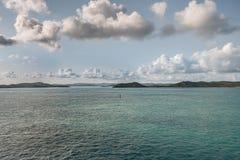 堡礁的海岛在cloudscape,澳大利亚下的 免版税库存照片