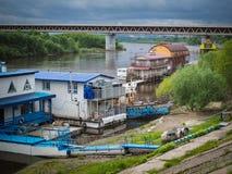 堤防和栈桥 免版税库存照片