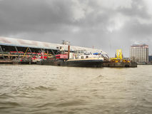 堤防和火车站在阿姆斯特丹。荷兰 库存照片