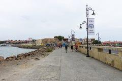 堤防在老镇 库存图片