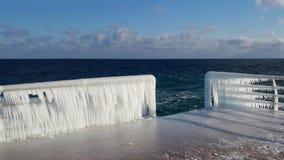 堤防的冰冷的扶手栏杆在傲德萨,乌克兰 免版税库存照片