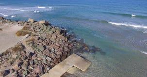 堤防的石和具体设防在波摩莱,保加利亚 图库摄影