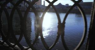 堤防的铁篱芭 股票录像