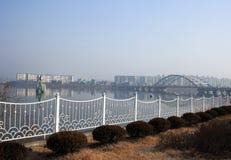 堤防 村川 30更改的卫兵7月韩国国王好朋友s汉城南部 库存图片