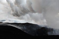 堪察加山风景:一个火山爆发区域 免版税库存照片