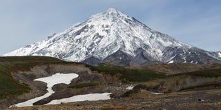 堪察加美好的山风景:科里亚克火山火山 库存图片
