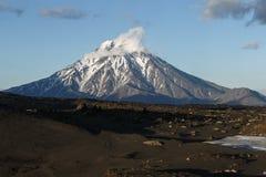 堪察加美好的风景:Bolshaya乌季纳火山火山 库存图片