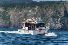 堪察加边疆区,俄罗斯,阿姑19条2017游艇在Okhotsksea航行 库存照片