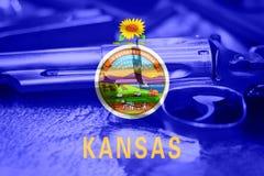 堪萨斯旗子U S 状态枪枝管制美国 美国枪法律 免版税库存图片