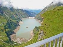 堰坝的看法在Hochalpenstrasse的在奥地利 库存照片