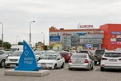 堵塞了在商业中心欧洲市购物中心前面的停车处 免版税库存照片