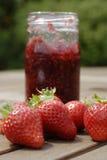 堵塞草莓 免版税库存图片