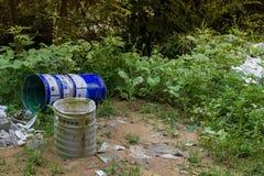 塑料、垃圾和垃圾在农村中国 免版税库存图片
