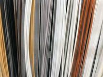 塑料大厦内部装饰护壁板的纹理多彩多姿与木头的颜色 抽象背景异教徒青绿 免版税库存照片
