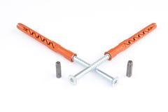 塑料定缝销钉或墙上插头别针有螺丝的砖的 库存图片