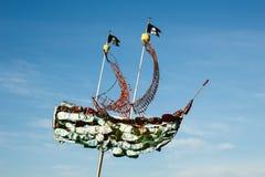 从塑料小块的海盗船 回收和废减少 免版税库存照片