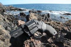 塑料左轮手枪枪 免版税库存照片