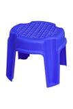 塑料微型在白色的椅子蓝色孤立 免版税库存图片