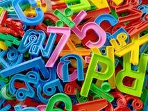 塑料数字五颜六色的背景与英国和泰国字母表的 免版税库存图片