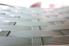塑料桌与交织样式 免版税库存照片