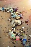 塑料污染在海洋 免版税库存照片