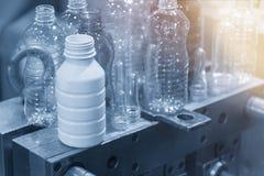 塑料瓶产品的各种各样的类型与注塑法的 库存图片