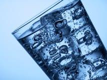 塑料瓶和一块玻璃与冰 免版税图库摄影