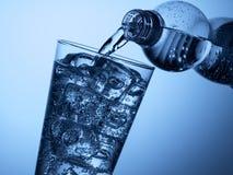 塑料瓶和一块玻璃与冰 库存图片