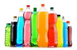 塑料瓶在白色的被分类的碳酸化合的软饮料 库存图片