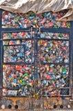 塑料瓶在金属笼子的堆在 免版税库存图片