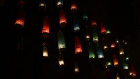 塑料瓶的装饰 有candl的多彩多姿的瓶 库存图片