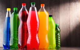 塑料瓶被分类的碳酸化合的软饮料 免版税图库摄影