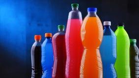 塑料瓶被分类的碳酸化合的软饮料 库存照片