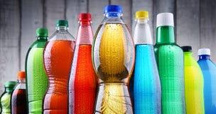 塑料瓶被分类的碳酸化合的软饮料 免版税库存照片