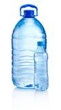 塑料瓶饮料在白色背景浇灌 库存照片
