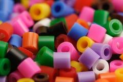 塑料的小珠色 免版税库存图片