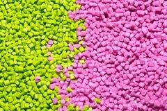 塑料的聚合物染料 在粒子的颜料 塑料gra 免版税库存图片