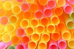 塑料秸杆五颜六色,充满活力的抽象背景  宏观射击,浅景深 库存图片