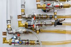 塑料管道和管理者系统  库存图片