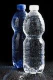 塑料背景黑色的瓶 免版税图库摄影
